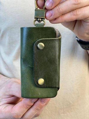 Ключница 💯Ключница выполнена из натуральной кожи.   📸Фотографии выполнены нами, поэтому Вы получите именно ту вещь которую, видите на фото.  ✔️РАЗМЕР: 11/6/2 см.  ЦВЕТ: ЗЕЛЕНЫЙ.   ❗ВАЖНО: автоматическ