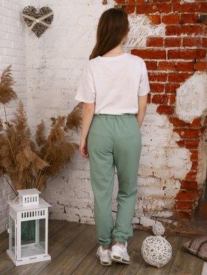 Брюки Цвет: фисташковый; Состав: 70% хлопок, 25% п/э, 5% лайкра; Материал: Футер двухнитка Молодежные брюки - джогеры из футера, карманами в боковых швах и резинкой по низу брючин. Идеально впишутся в