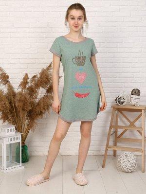 Платье Цвет: зеленый; Состав: Хлопок 100 %; Материал: Кулирка Удобное домашнее платья для девушек. О-образная горловина, длина изделия выше колена по бокам укорочена. Принт на полочке.