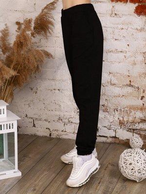 Брюки Состав: 70% хлопок, 25% п/э, 5% лайкра; Материал: Футер двухнитка Молодежные брюки - джогеры из футера, карманами в боковых швах и резинкой по низу брючин. Идеально впишутся в любой повседневный