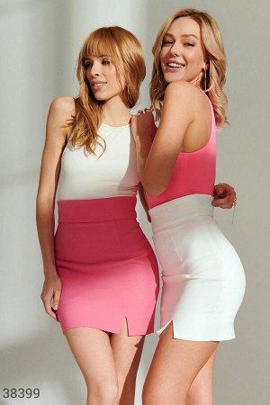 Короткая облегающая юбка молочного оттенка