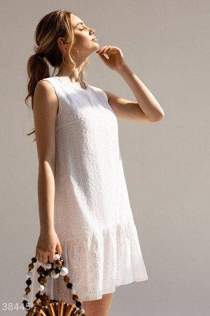 Лаконичное платье с вышивкой