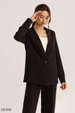 Строгий костюм черного цвета