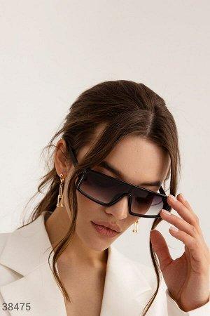 Черные очки прямоугольной формы