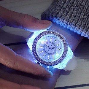 Часы Утонченный и изящный дизайн наручных  подчеркнет ваш безукоризненный вкус в любой ситуации, и дополнит собою любой образ. Диаметр циферблата 4,3 см