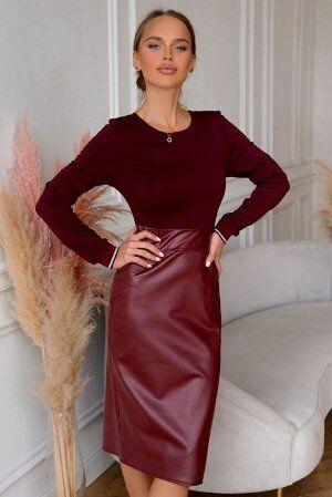 Платье Комбинированные платья-модный тренд  последних коллекций! Экокожа  насыщенного красного цвета  привлекает внимание  и акцентирует  Ваш незаурядный стиль. Линия талии  эффектно подчеркнута втачн