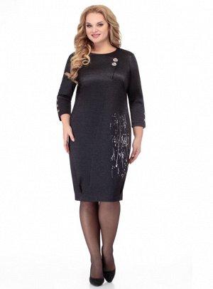 Платье Элегантное платье прямого силуэта из трикотажа с металлизированной нитью. По переду фигурный подрез, выходящий из горловины и переходящий в шлицу, декорированную пуговицами, слева выполнен прин