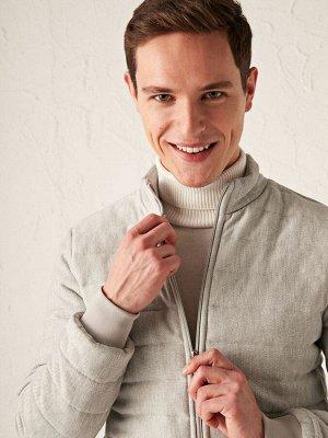 Куртка Толщина: Толстая Длина рукава: Длинный рукав Тип товара: Куртка Воротник: Стойка Варианты размеров в этой модели: L, M, S, XL, 2XL Варианты расцветок в этой модели: Grey Melange Состав: Основна