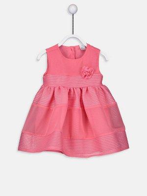 Платье Тип товара: Платье Воротник: Вырез под горло Ткань: Вуаль Дополнительный аксессуар: Без аксессуаров Материал: 100% хлопок Варианты размеров в этой модели: 1-3 месяца, 6-9 месяцев Варианты расцв