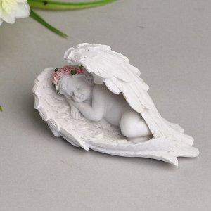 """Сувенир полистоун """"Белоснежный ангел в розовом веночке спит в крыльях"""" 5,3х9,5х3 см"""