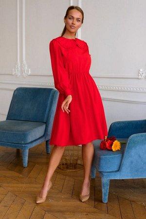 Платье Яркое, красное платье не оставит вас незамеченной! Модель отлично подойдёт для прохладных вечерних прогулок весной. Длинный, широкий рукав на манжете сохранит тепло, широкий воротничок подчеркн