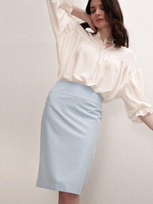 Юбка Классическая юбка-карандаш нежного голубого оттенка. Элегантная модель на широкой кокетке. Высокая посадка, подчеркнёт талию и линию беде. В среднем шве сзади имеется разрез, который обеспечивает