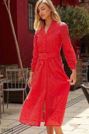 Красное платье с утонченной вышивкой