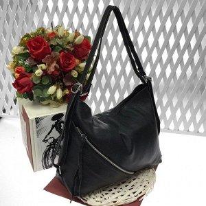 Функциональная сумка-рюкзак Darlin из качественной матовой натуральной кожи черного цвета.