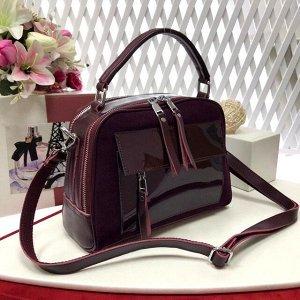 Лаконичная сумочка Vittoria из натуральной кожи в сочетании с натуральной замшей сливового цвета.