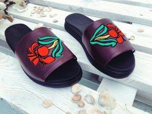 Бордовые кожаные шлепанцы с вышивкой Iris