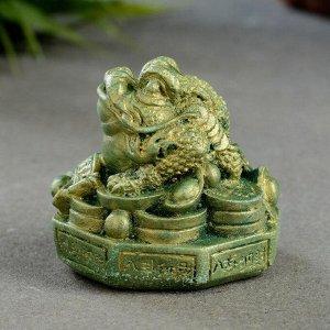 """Фигура """"Жаба на деньгах"""" малая. зеленый с позолотой. 3х5х5 см"""