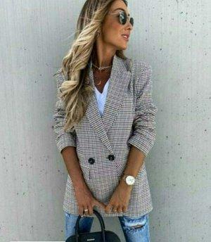 Пиджак На рукавах подклада нет