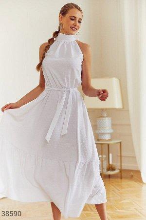 Белое платье из невесомого материала