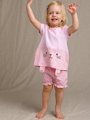 Комплект Состав: 100% хлопок  Цвет: светло-розовый  Год: 2021 *Комплект: футболка и шортики *плотная мягкая ткань из 100% хлопка *сохранение внешнего вида даже после многочисленных стирок *кнопки