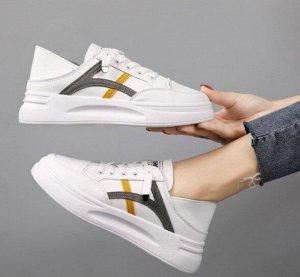 Женские кроссовки, полосы серые/желтые, цвет белый