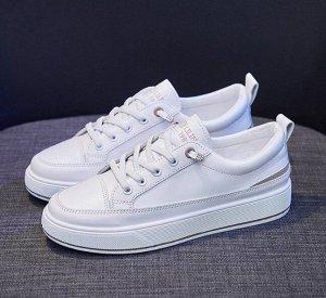 Женские кроссовки, цвет белый, серая полоса