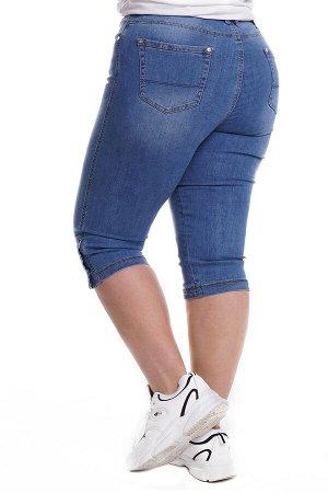 Капри-5068 Материал: Джинсовая ткань;   Фасон: Капри; Параметры модели: Рост 173 см, Размер 54 Капри джинсовые с пуговками синие Длина изделия 50 размера по спинке - 70 см. В каждом следующем размере