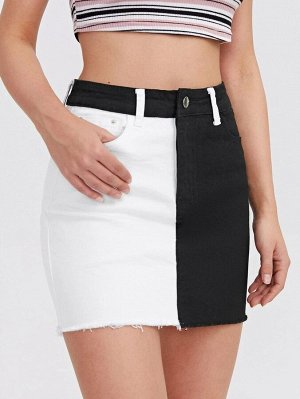 Контрастная джинсовая юбка с необработанным низом