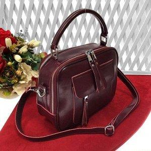 Лаконичная сумочка Vittoria из натуральной кожи сливового цвета.