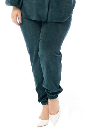 Брюки-4738 Модель брюк: Джоггеры; Материал: Микровельвет;   Фасон: Брюки; Параметры модели: Рост 168 см, Размер 54 Брюки микровельвет изумруд Длина изделия 50 размера по спинке 98 см. В каждом следующ