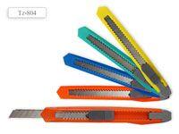 Нож канцелярский: цветной пластиковый держатель, ручной фиксатор длины лезвия. цвета в ассортименте /9 мм/
