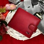 Изящный кошелек Black_Busta из натуральной матовой кожи рубинового цвета.