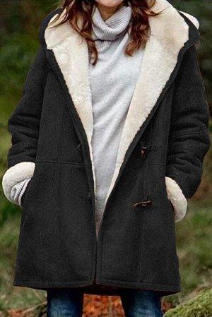 Черное утепленное пальто с капюшоном и карманами