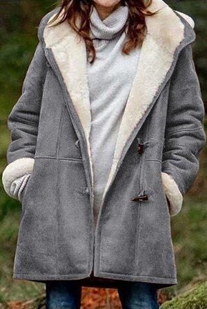 Серое утепленное пальто с капюшоном и карманами