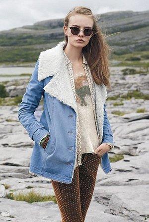 Голубое джинсовое пальто с подкладкой из шерсти с отложным воротником и лацканами