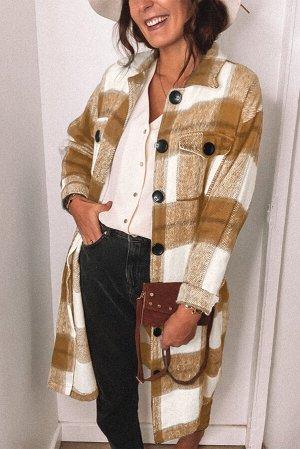 Бежево-белое клетчатое пальто с застежкой на пуговицы