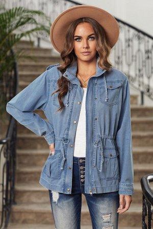Голубая приталенная джинсовая куртка с капюшоном и ветрозащитной планкой