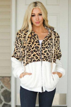 Белая куртка из шерпы с леопардовым принтом