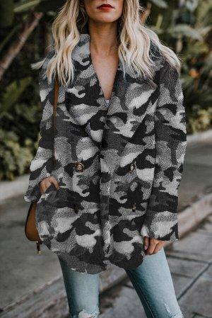 Серое флисовое открытое пальто с камуфляжным принтом и отложным воротником
