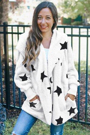 Белое пушистое пальто со звездами и лацканами на воротнике