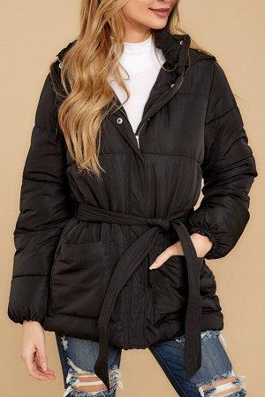 Черная куртка-пуховик