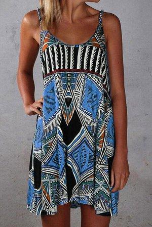 Синее платье-майка с разноцветным орнаментом в стиле бохо