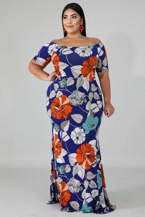 Синее платье-русалка с открытыми плечами и ярким цветочным принтом