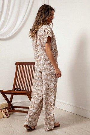 Блузка Рост: 164 см. Состав ткани: полиэстер 93%, спандекс 7% Стильная блузка из легкой ткани с дизайном прямого силуэта со спущенной линией плеча и короткими рукавами с отворотами, с английским ворот