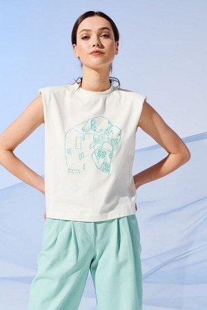 Блузка Рост: 170 см. Состав ткани: 96% хлопок, 4% эластан Трендовая блузка прямого силуэта без рукавов из вискозы. По горловине стойка, пройма обработана бейкой. Авторская вышивка по мотивам картины Г