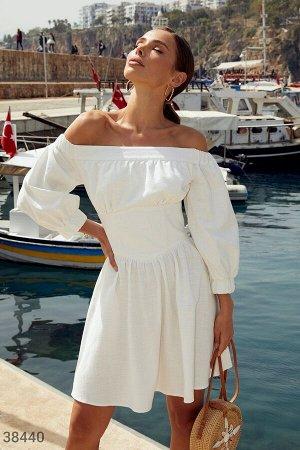 Платье-мини с акцентным поясом