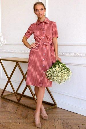 Платье Размер: 42 / 44 / 46 / 48 Актуальная модель платья-халата в ярком оттенке вишня с классической полоской будет отлично смотреться как в офисе, так и в ежедневном гардеробе. Прекрасный универсаль