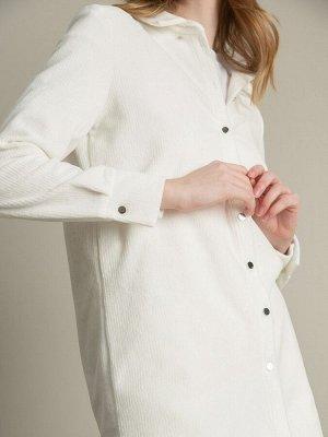 Блузка Состав ткани: Вискоза 60%, Полиэстер 37%, Эластан 3% Длина: 75 См. Описание модели Нежно-молочная рубашка из вельвета с аккуратным отложным воротником. Модель с длинными рукавами с манжетами на