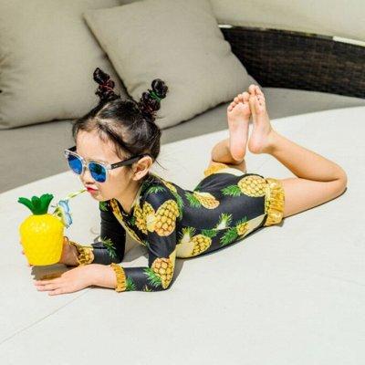 Детские купальники, плавки, панамы, пончо, водяные пистолеты — Слитные купальники для девочки с длинными рукавами
