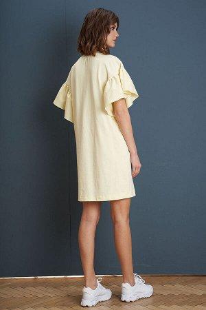 Платье Платье Fantazia Mod 3949  Состав: Спандекс-4%; Хлопок-96%; Сезон: Лето Рост: 164  Довольно простой и универсальный крой платья-футболки прочно обосновался в женском гардеробе. Девушки обожают